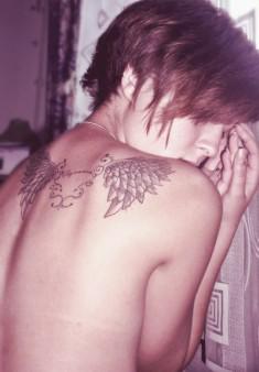Крылья на спине — женская тату