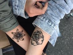 Тату розы, мандала на женской руке