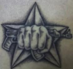 Татуировка спецназа «Автомат в кулаке»