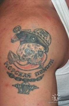 Изображение черепа в берете и подписью «Морская пехота»